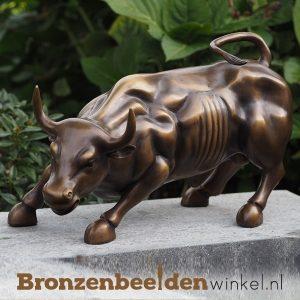 Bronzen beeld stier, charging bull