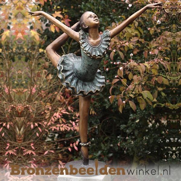 Ballerina beelden als tuinbeeld