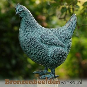 bronzen kippen en hanen beelden