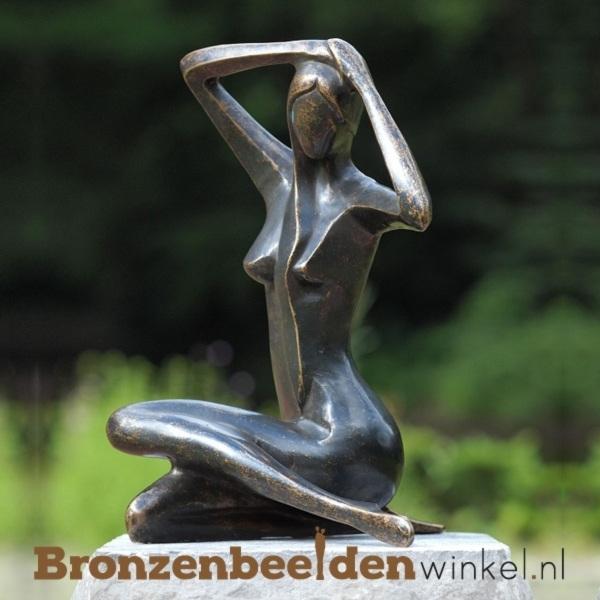 Vrouwenbeeld van brons