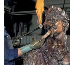 patineren bronzen beeld